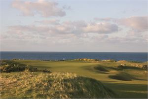 Thumb Kingsbarns 1st Green from left